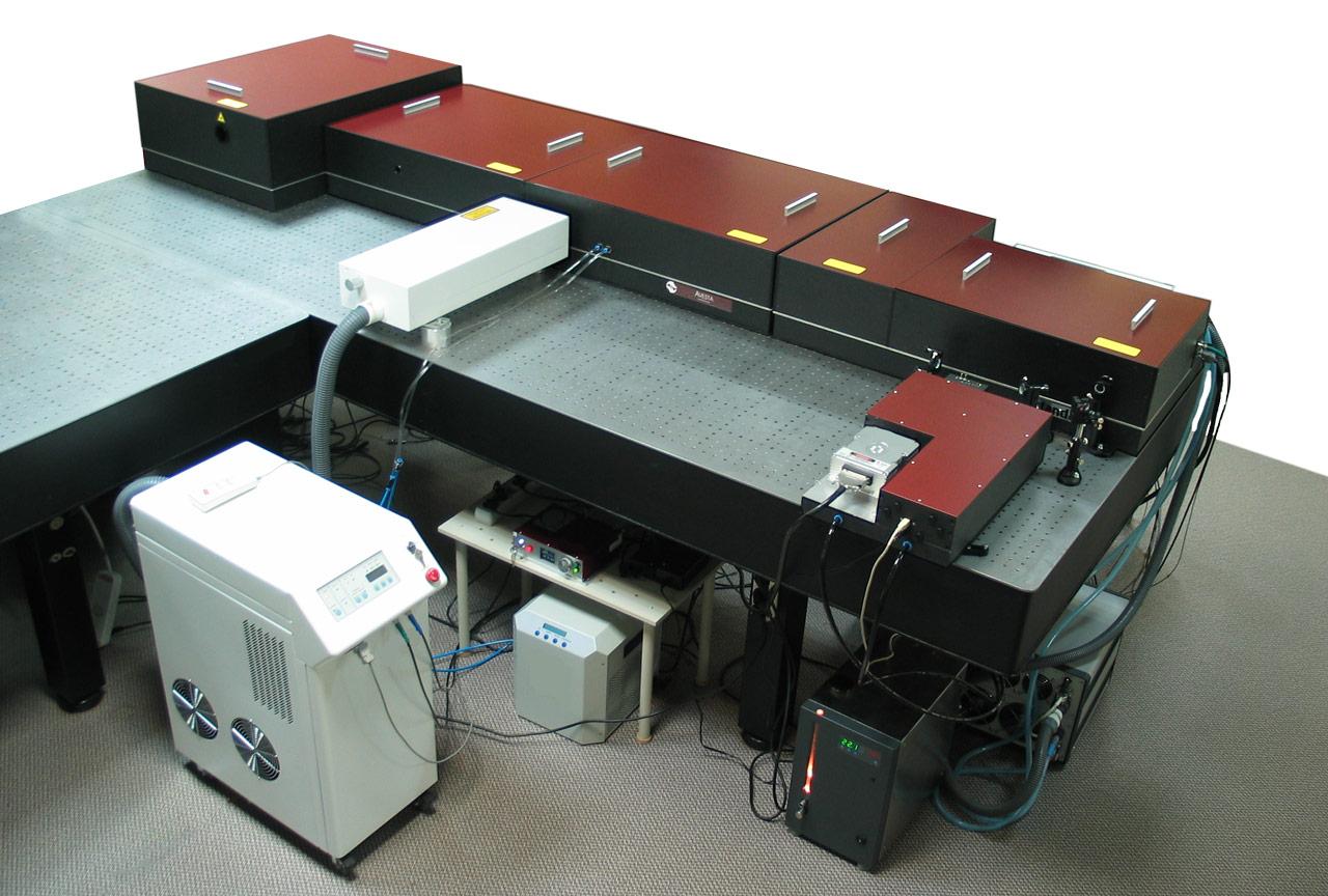 Система AVET-2 с выходной пиковой мощностью более 2 тераватт (100 мДж, 10 Гц)