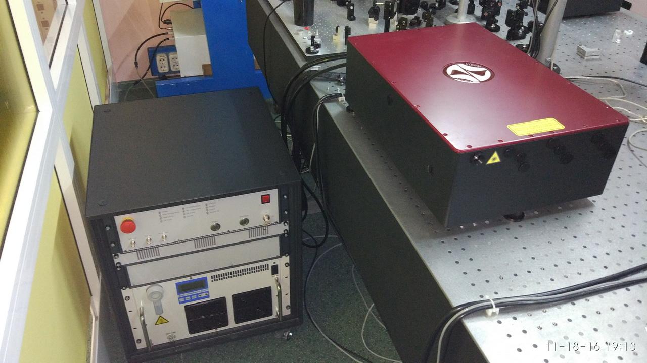 Лазерная система ТЕТА-6 с блоком питания и управления в лаборатории
