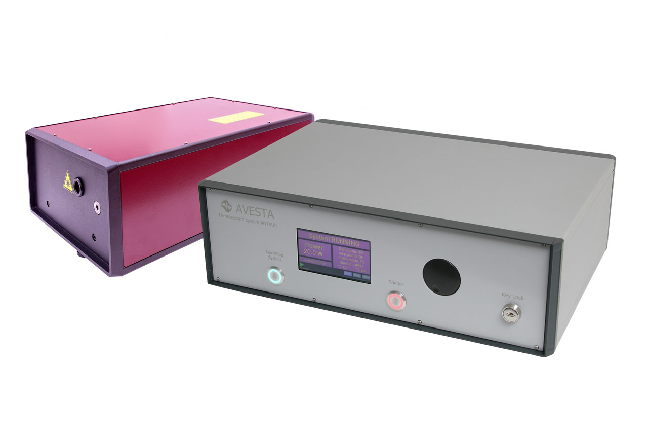 The ANTAUS-20W-20u/1M femtosecond microjoule fiber laser head with its control unit