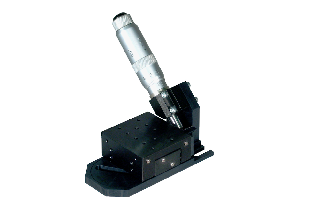 TSM-LK45. Стандартный линейный транслятор с микрометрическим винтом, расположенным под углом 45°, левый