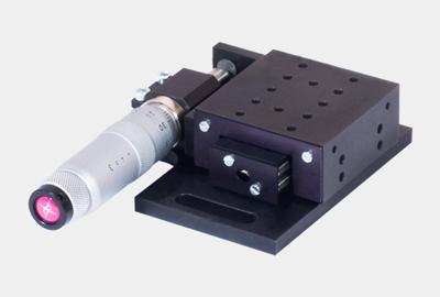TSM-LKP. Стандартный линейный транслятор с микрометрическим винтом, левый