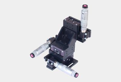 3TSM-LK25. Стандартный трёхкоординатный линейный транслятор с микрометрическими винтами, левый
