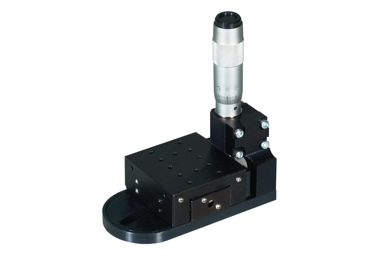 TSM-RK90. Стандартный линейный транслятор с вертикальным микрометрическим винтом, правый