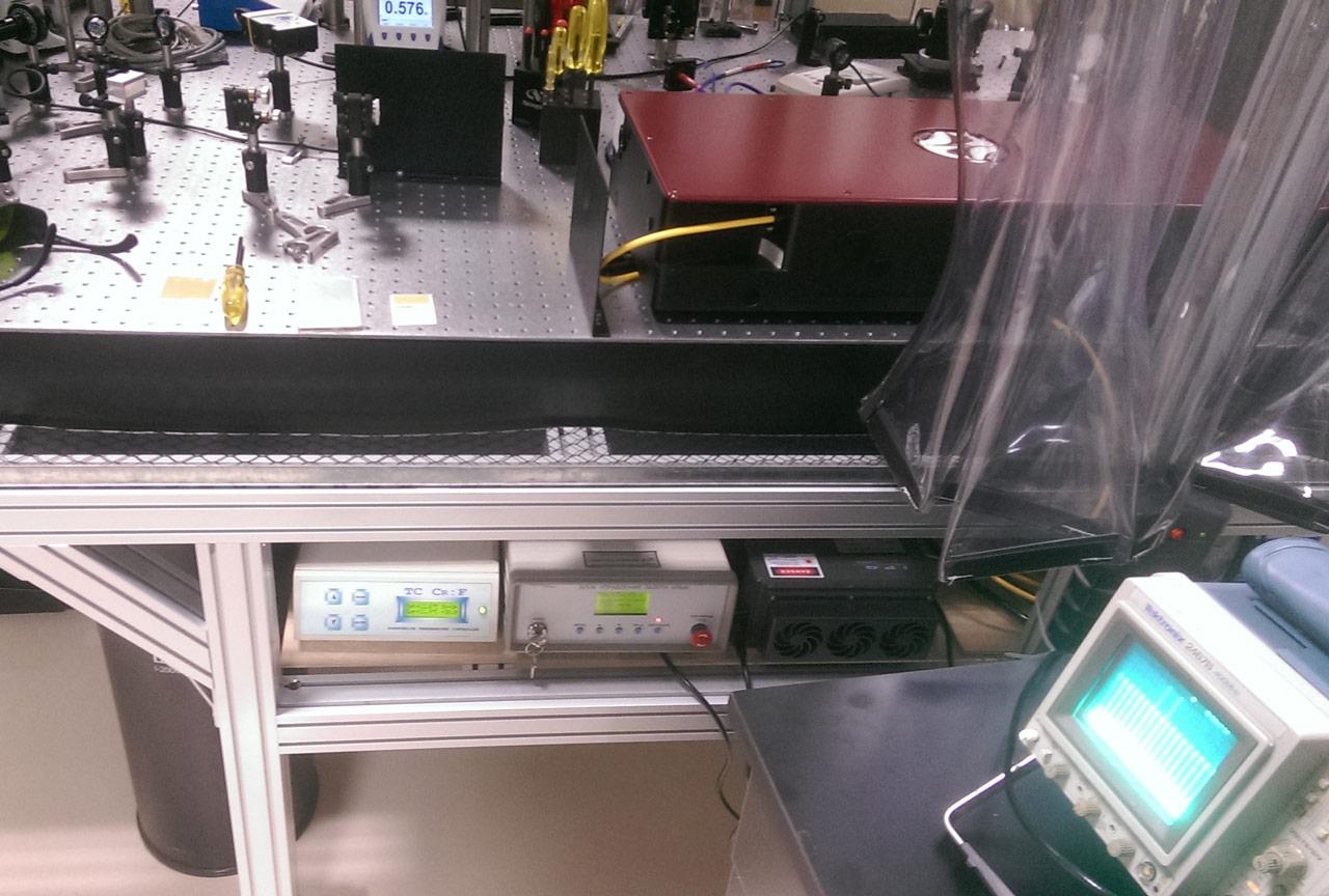 Chromium-forsterite ultrafast oscillator CrF-800TP by Avesta